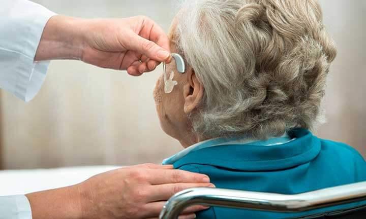 Máy trợ thính cho người lớn tuổi
